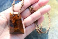 Dřevíčko ořechový - dřevěný šperk
