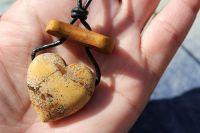 Náhrdelník srdíčkový - jaspis + dřevo