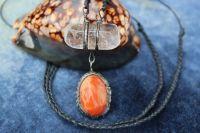KŘIŠŤÁL S OHNIVÝM ACHÁTEM - cínovaný šperk